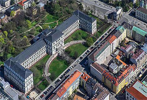 Siegestor und Akademie der Bildenden Künste München (September)