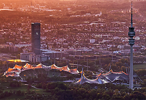 Sonnenuntergang im Olympiazentrum, O2 Tower (Dezember)