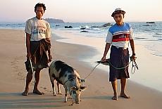 Am Strand von Nge Saung (April)