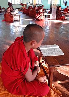 Junge Mönche beim Unterricht in Kalaw (August)