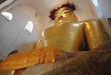 Buddha im Manuha Tempel in Bagan (August)