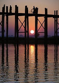 Sonnenuntergang an der U-Bein Brücke bei Mandalay (Mai)