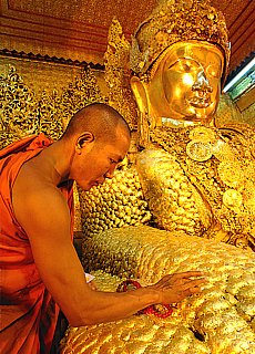 Goldener Mahamuni Buddha in Mandalay (Dezember)