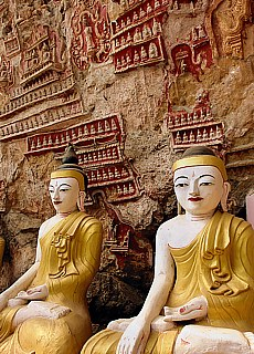 Buddhas in der Kawgoon Höhle (Juli)