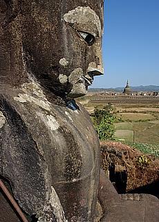 Pizi Phara Buddha in Mrauk U (Juli)