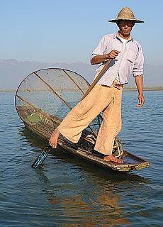 Einbeinruderer am Inle See (Juli)