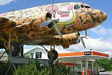 Originelles Flugzeug Café DC3 (April)