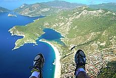 Paragliding vom Babadag Mountain hinunter zum Traumstrand Ölüdeniz (Januar)