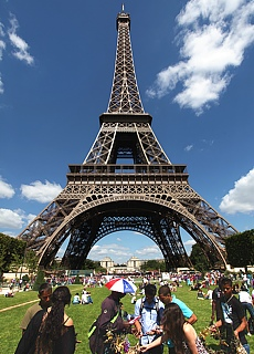 Eiffelturm vom Marsfeld (Mai)