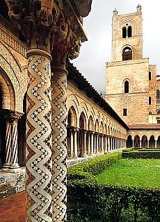 Marmorsäulen im Klosterkreuzgang in Monreale (Juli)