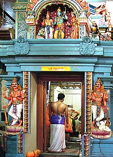 Rituelle Waschung im Hindu Tempel in Colombo Downtown (Oktober)