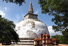 Dagoba Alahana Parivena in Polonnaruwa (September)