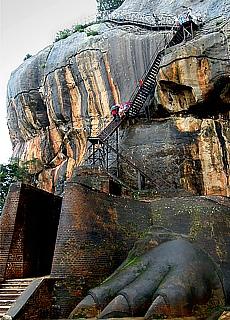 Aufstieg zum Sigiriya Löwenfels (Juni)