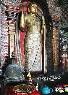 Buddha im Höhlentempel von Dambulla (Dezember)