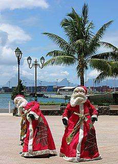 Nikolaus am Containerhafen in Papeete (Dezember)