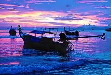 Sonnenuntergang am Phai Plong Beach in Aonang (Dezember)